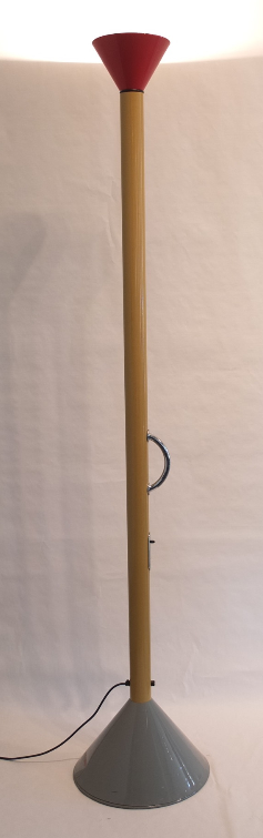 Lampadaire Callimacco de Ettore Sottsass Jr. vers 1982, production Artemide